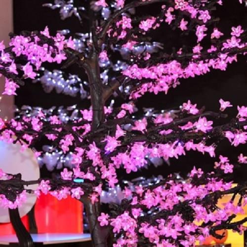 arbre-lumineux-led-violet-www.deco-lumineuse.fr