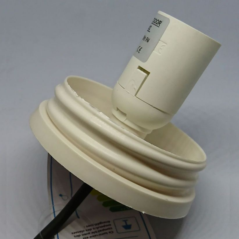 embase-electrique-exterieure-cable-avec-douille-e27