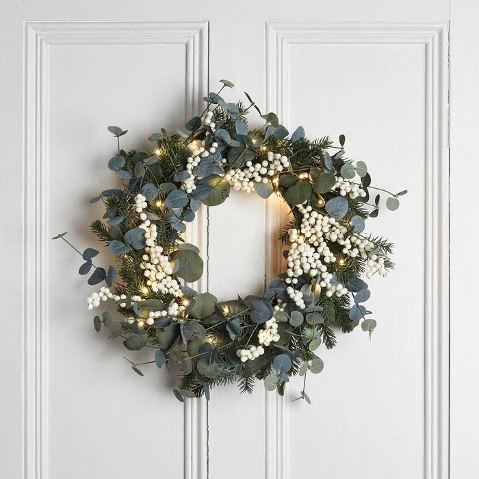 couronne lumineuse de l'avent baies blanches et guirlande led décoration noël vendue sur deco-lumineuse.fr