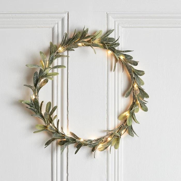 couronne de noël lumineuse pour porte gui et guirlande vendu sur deco-lumineuse.fr