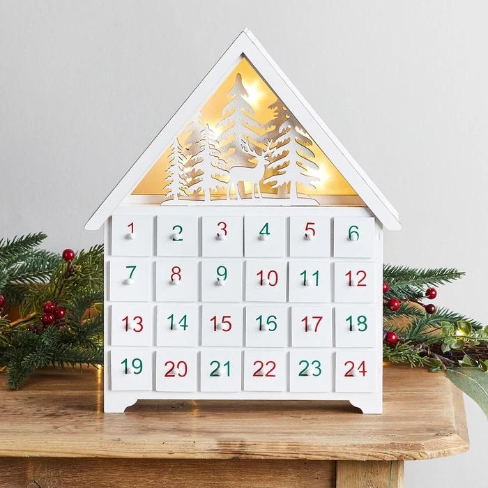 calendrier avent chalet bois lumineux 360 led vendu sur deco-lumineuse.fr