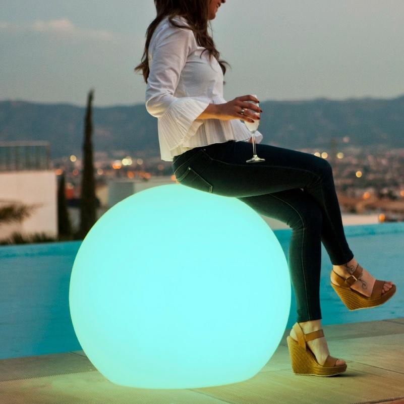boule lumineuse sans fil extérieur solaire multicolore bubble 80 vendue sur deco-lumineuse.fr