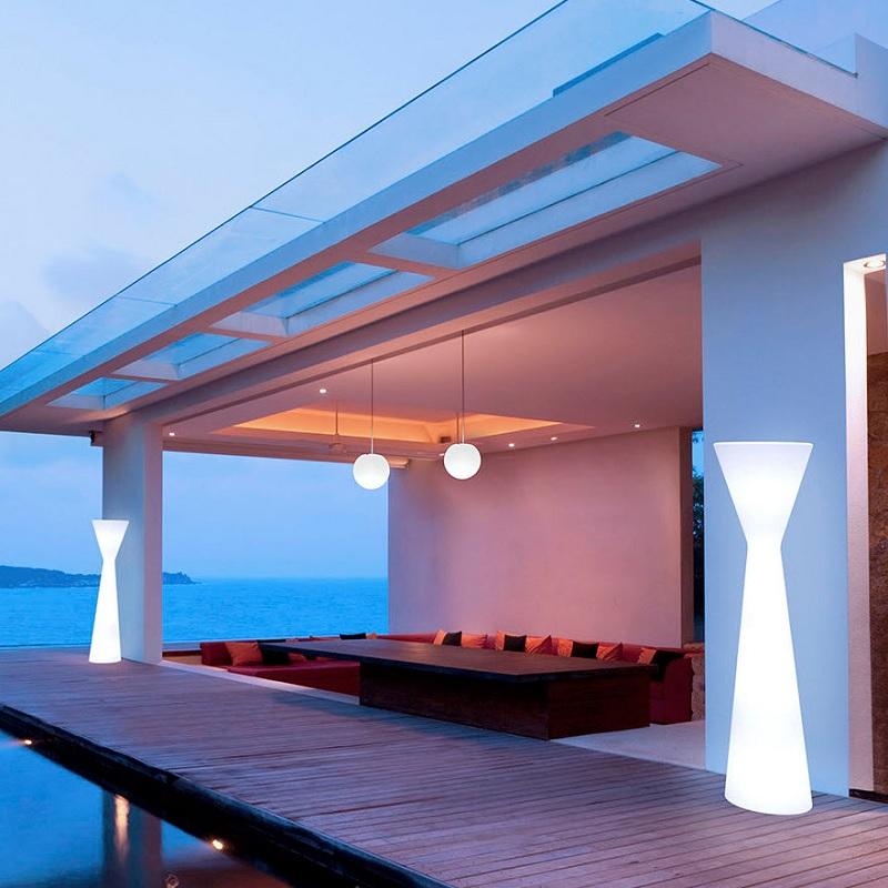 lampadaire led sur pied extérieur design blanc konika vendu sur deco-lumineuse.fr