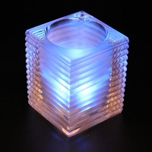 Vase en verre carre pour bougie led strie deco lumineuse for Verre pile piscine
