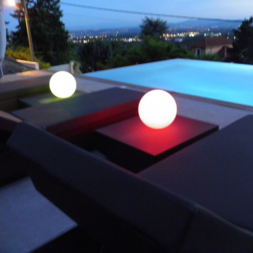 boule lumineuse led sans fil patio 20 deco lumineuse. Black Bedroom Furniture Sets. Home Design Ideas