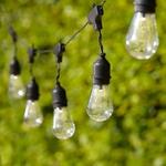 guirlandes led guinguette 15 ampoules cable noir piles vendue sur deco-lumineuse.fr