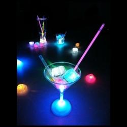verres-lumineux-leds-glaçons-led-vendus-sur-www.deco-lumineuse.fr