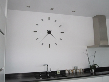 Horloge murale nouvelle collection 2013 galets deco design - Grande horloge murale originale ...
