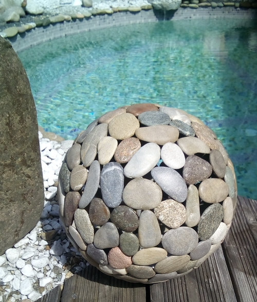 Globe galets lumineux piscine