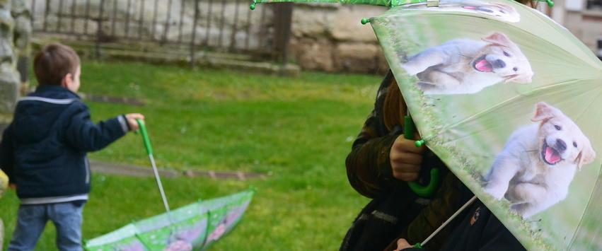 CHEZ UGO ET LEA voyage et découverte parapluie enfant chien chat esschert design 3