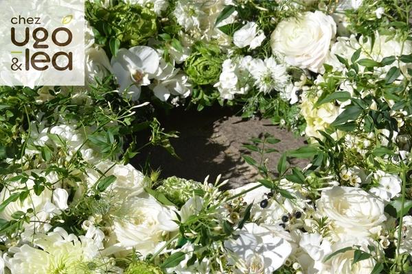 CHEZ UGO & LÉA Deuil Couronne de fleurs blanches