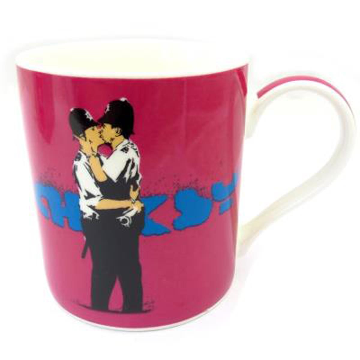 Mug porcelaine \'Banksy\' rose (kissing London cops) - 90x85 mm - [Q8814]