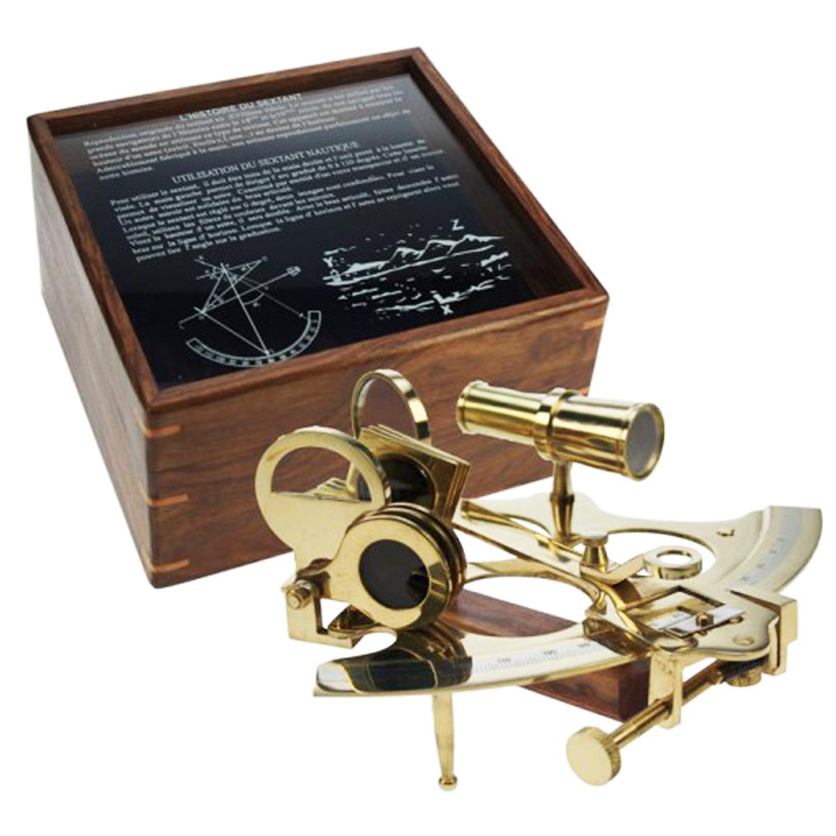 Reproduction \'Sextant\' doré dans boite bois - 25x23x12 cm - [Q7127]