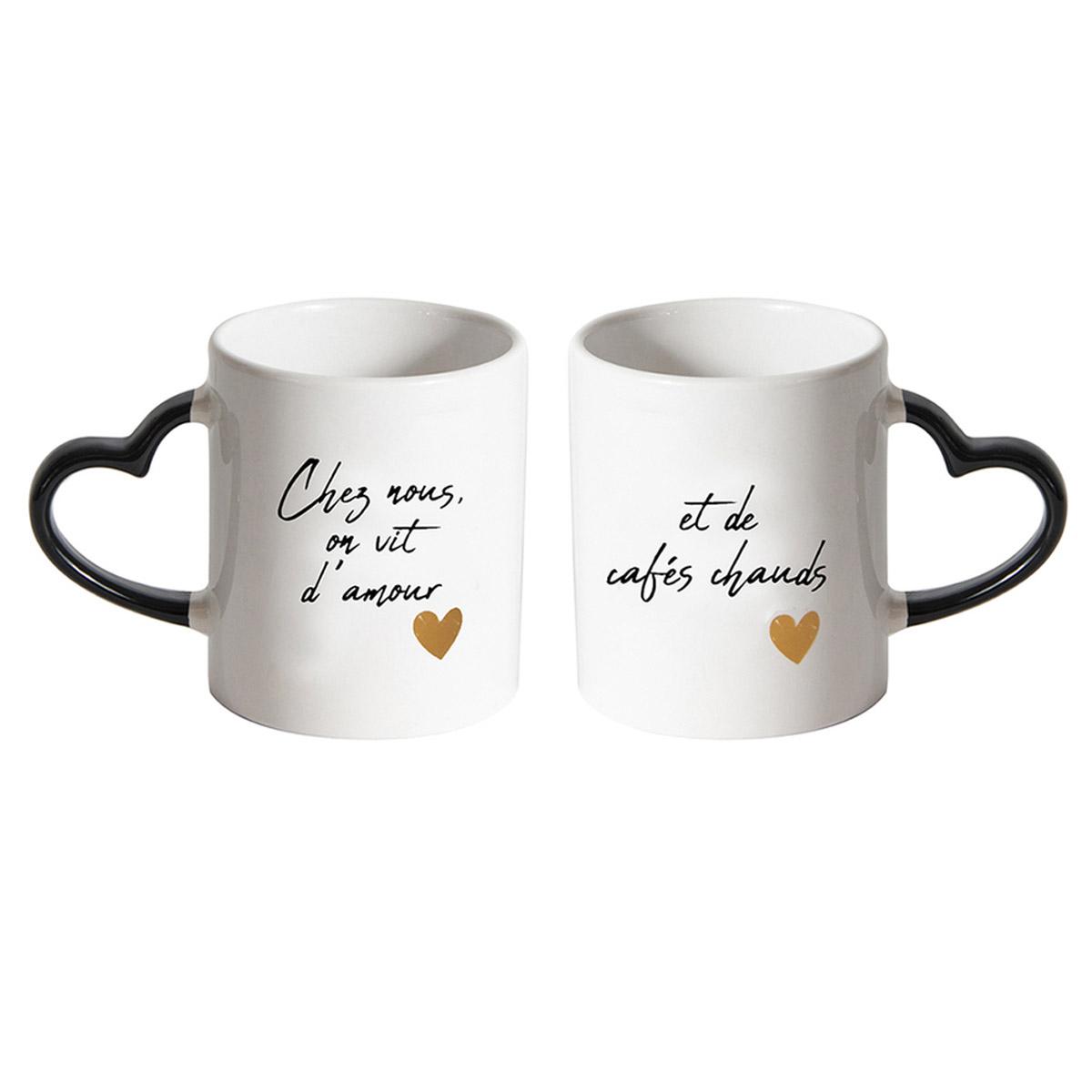 2 mugs céramique \'Mots d\'Amour\' blanc noir (Chez nous on vit d\'amour et de cafés chauds) - 95x80 mm  - [R2422]