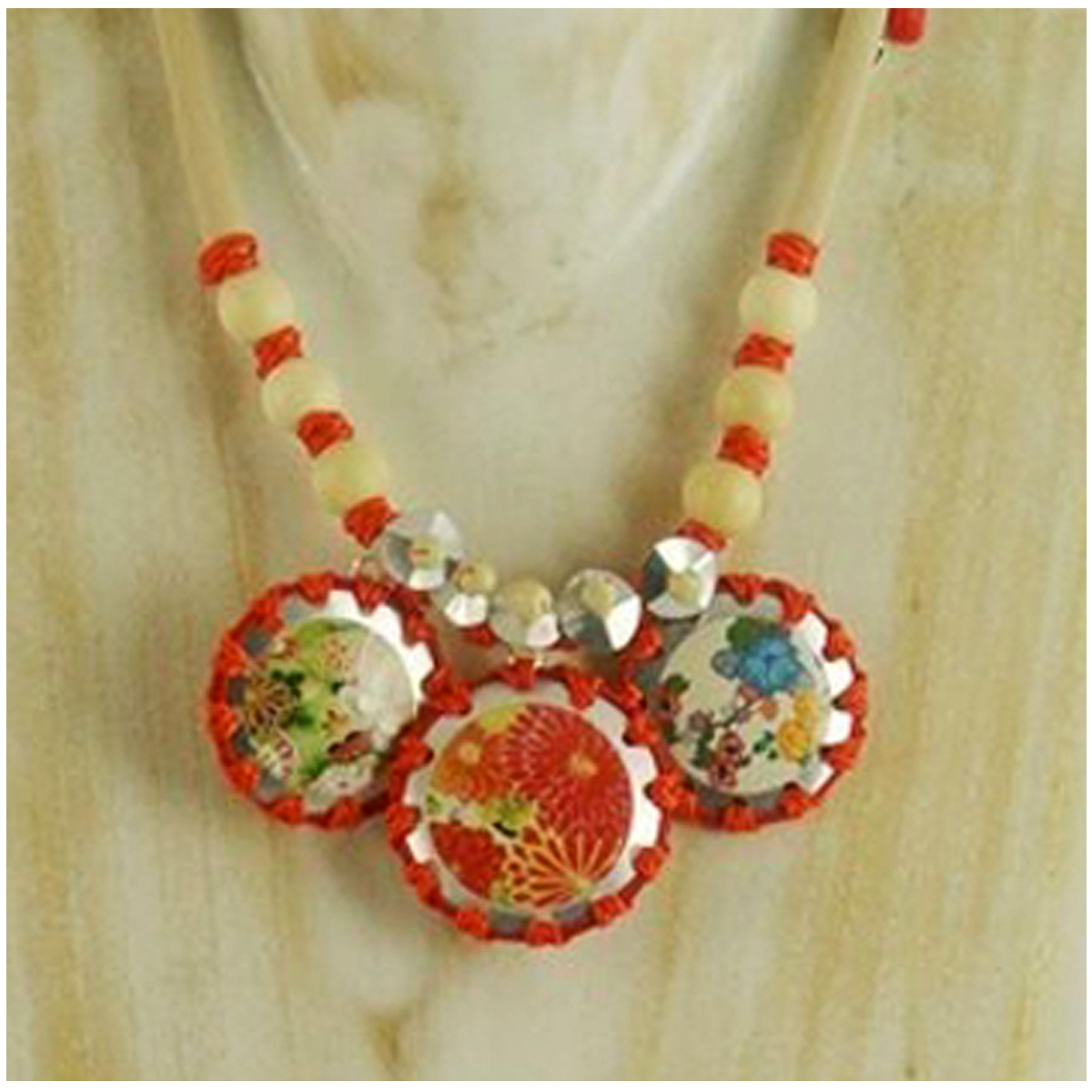 Collier artisanal \'Mistinguette\' rouge argenté - 11x4 cm  - [R4310]