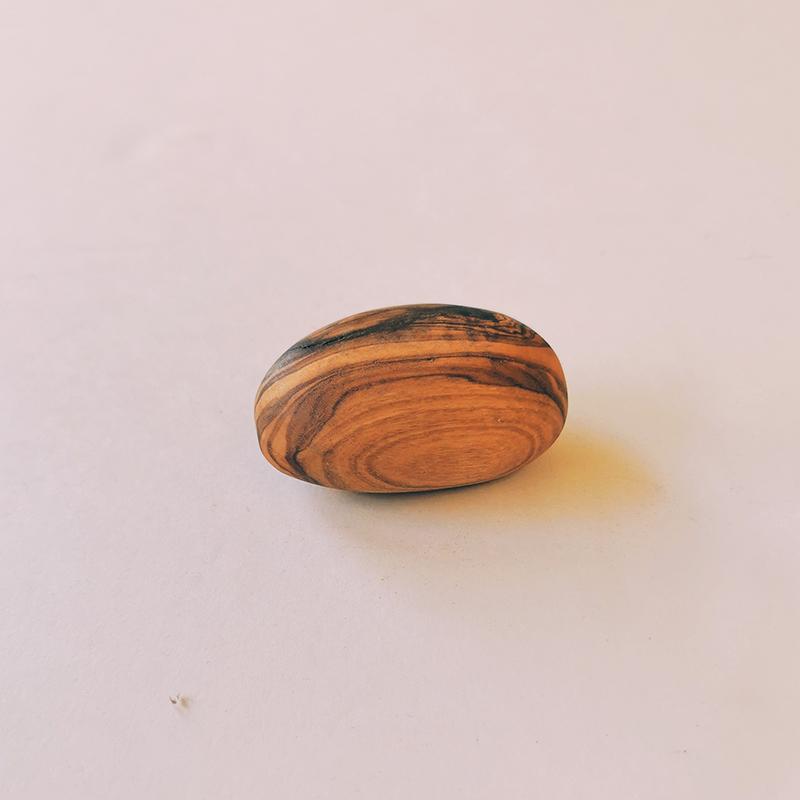 Galet en bois d\'olivier