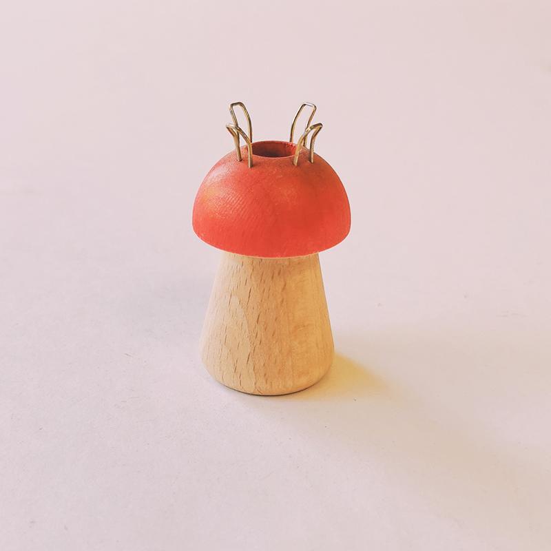 Petit tricotin champignon en bois