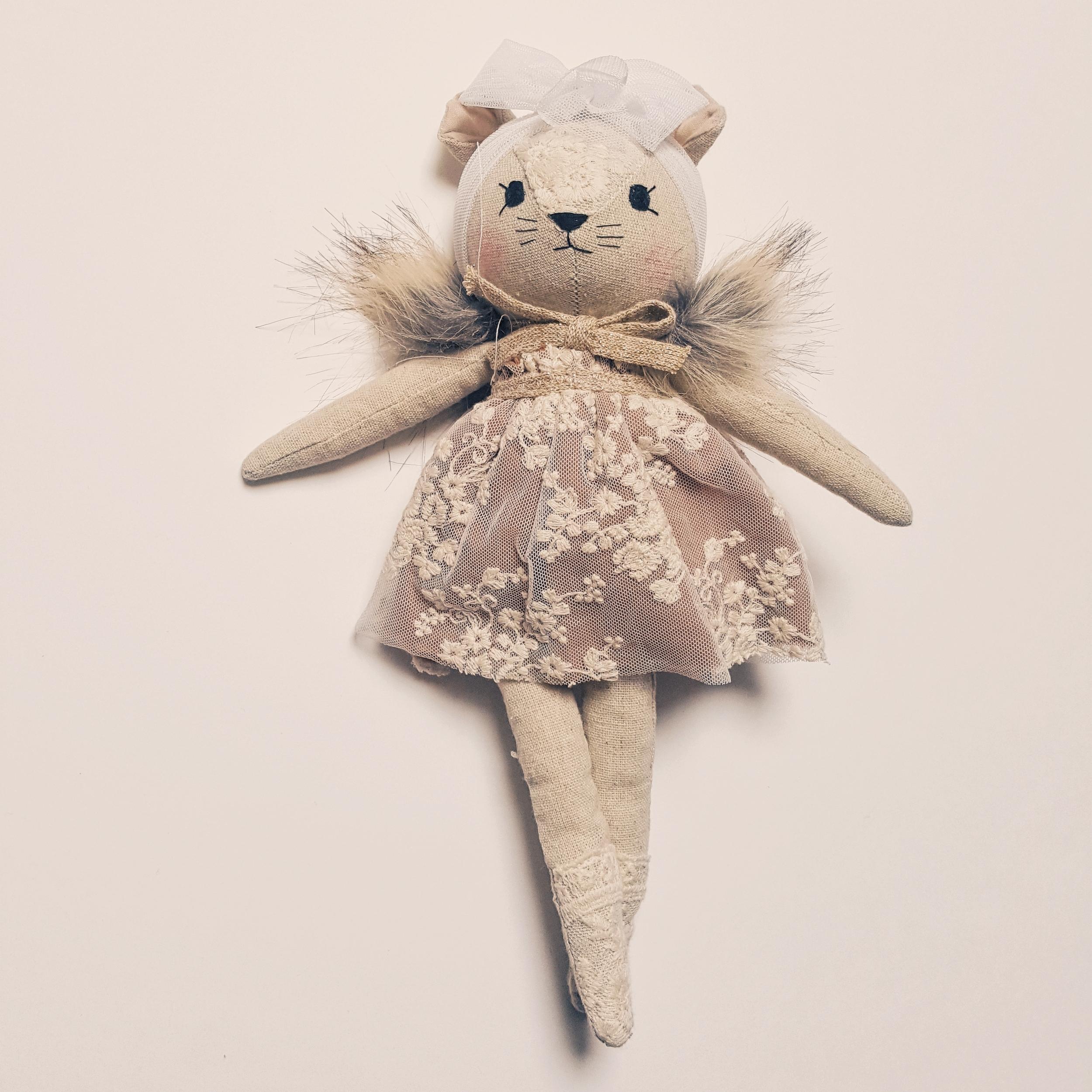 Poupée souris en robe vieux rose