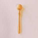 cuillère à trou en bois
