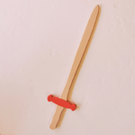 épée en bois rouge