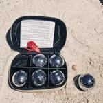 mini boules et cochonnet de pétanque