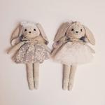 poupée lapin robe blanche