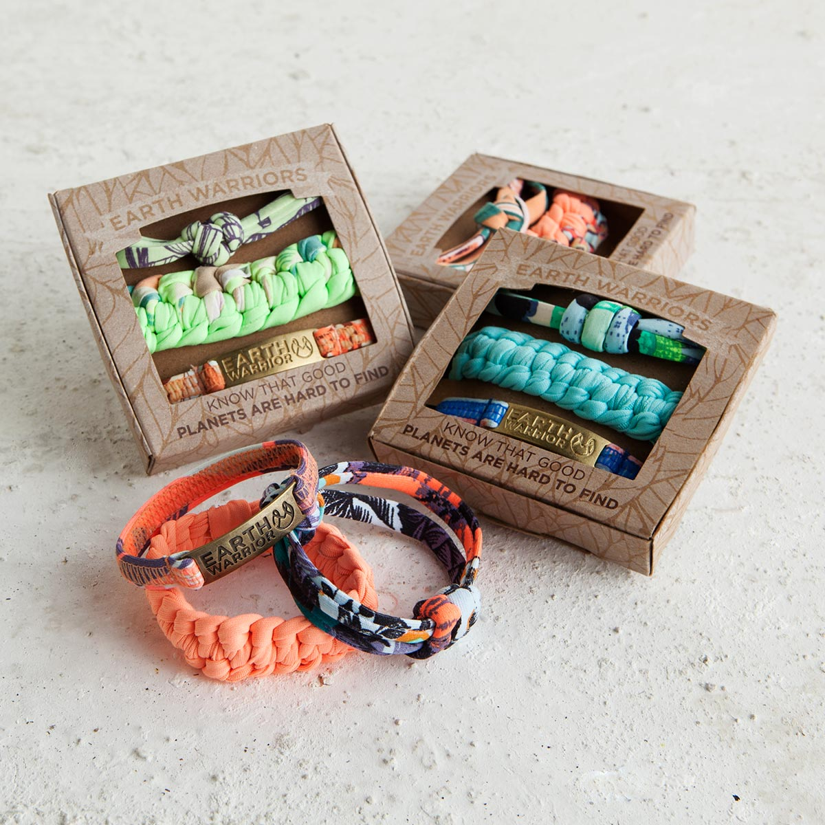 Assortiments de bracelets multicolores Earth Warriors
