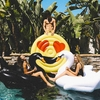 Bouée-gonflable-Black-Swan-ambiance-floaty-kings-monpetitbikini-2017