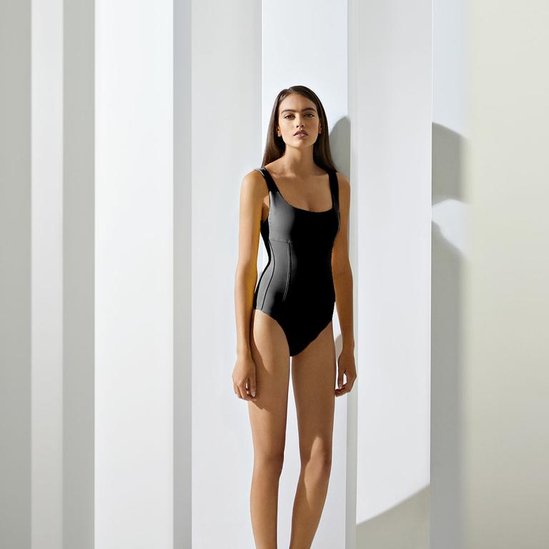 maillot-de-bain-une-pièce-noir-gainant_D18003