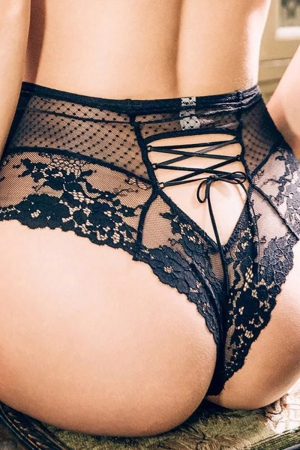 Tanga sexy noir à laçage