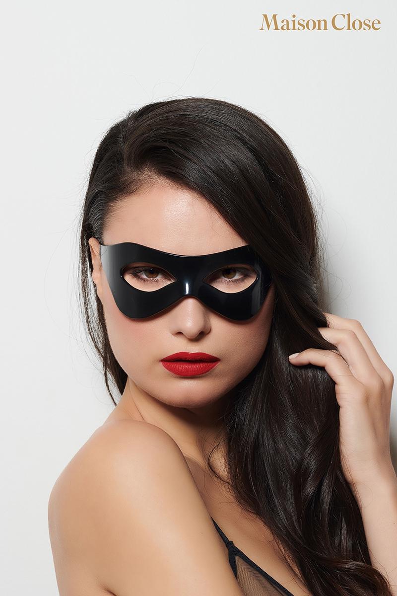 Masque L'inconnu de la marque Maison Close, masque en ABS noir brillant, taille unique - oohmygod