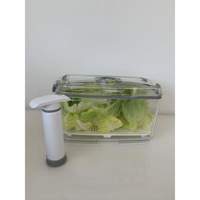 Boite a Salade sous vide (fournie avec sa pompe + grille de fond). Votre salade restera fraiche jusqu'à 10 jours !