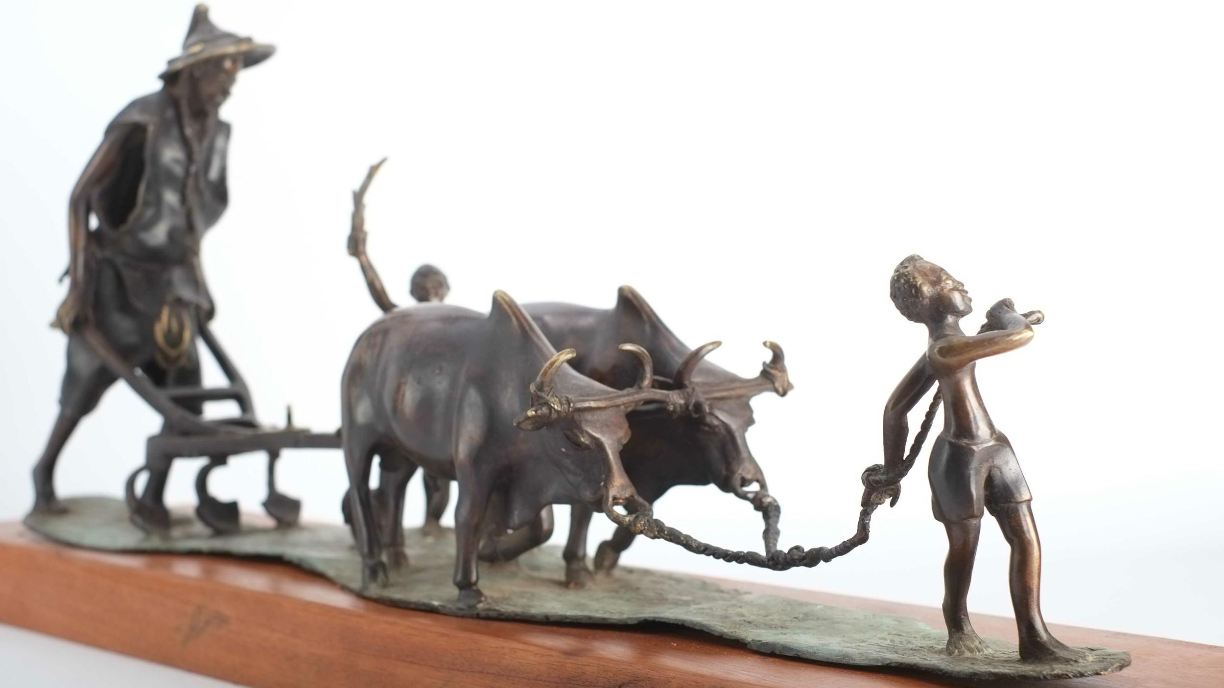 Statue en bronze d\'un laboureur au travail - Burkina Faso