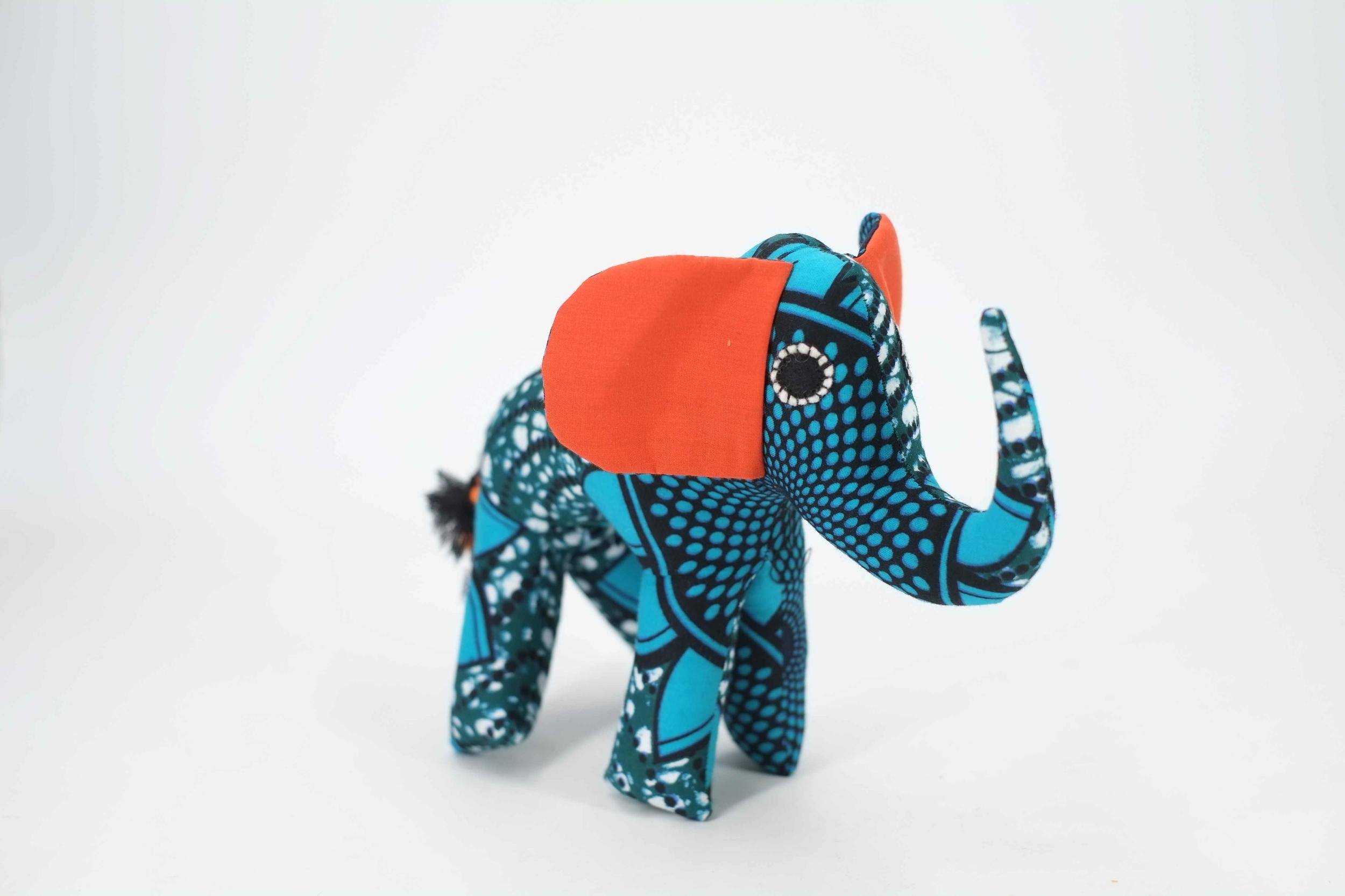 Petit éléphant décoratif en wax du Sénégal
