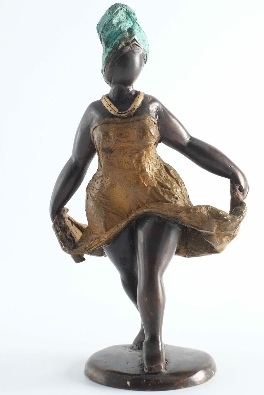 Statue de femme en bronze du Burkina Faso
