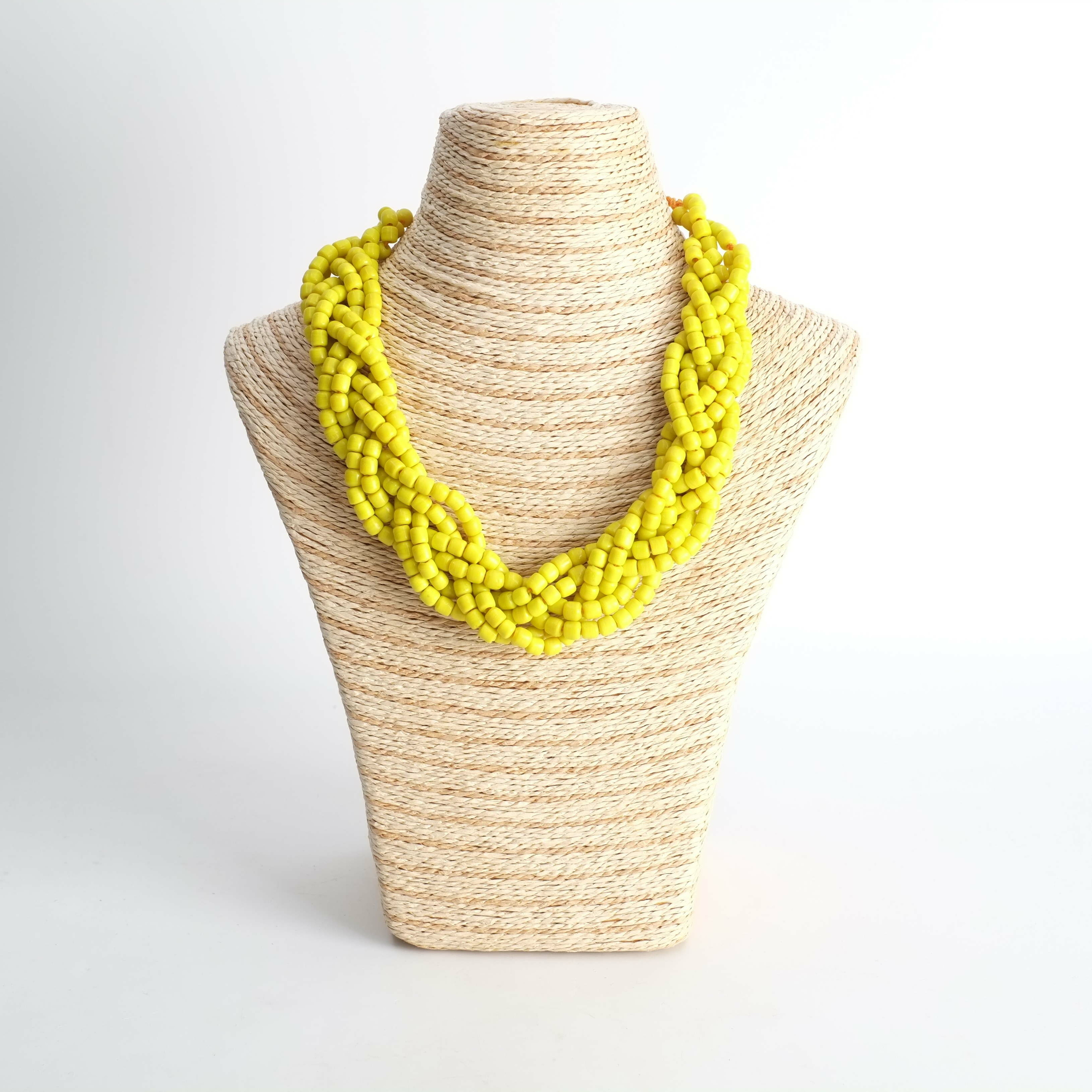 Collier en perles de verre jaune du Sénégal