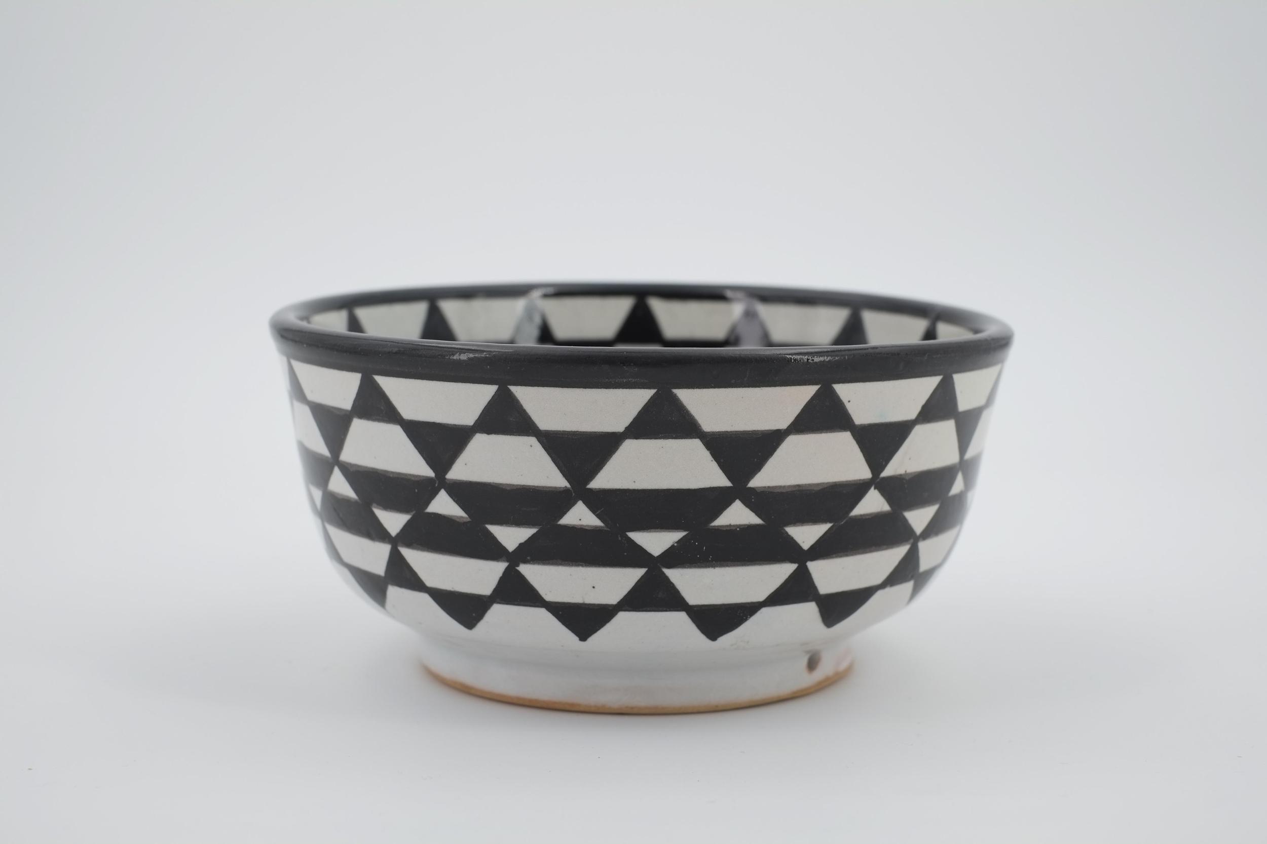 Saladier à décor géométrique noir et blanc en céramique de Fès - Maroc
