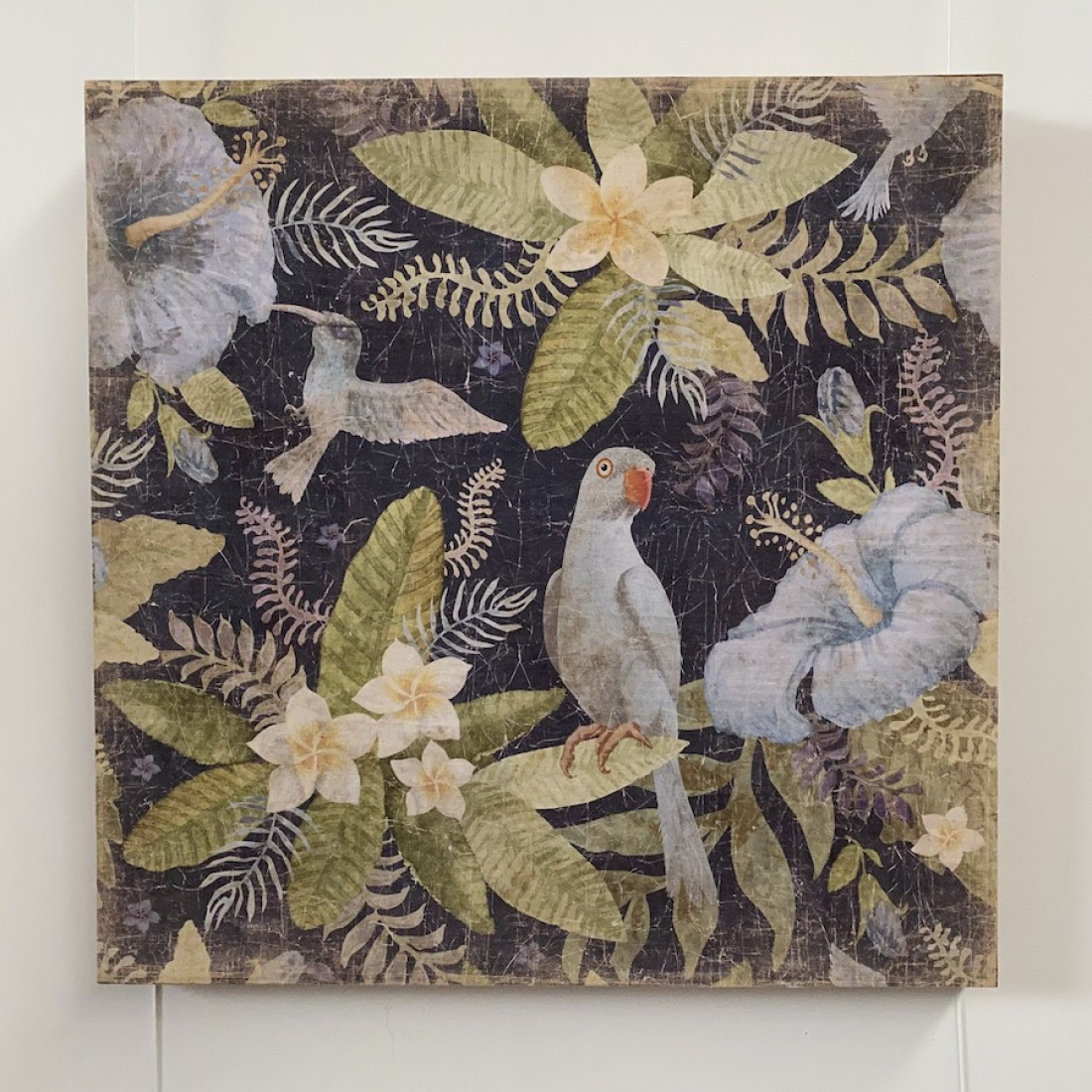Tableau à la perruche et colibri bleus - papier froissé marouflé sur cadre bois