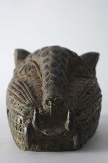 Masque de léopard en bronze