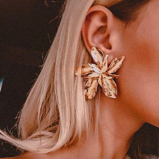 Les Boucles d\'oreille grosse fleur St Germain des Prés