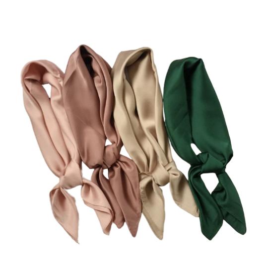 Le foulard carré en soie Auteuil