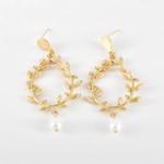 boucles doreilles dorées pendantes feuille dolivier perle nacrée bijoux fantaisie la selection parisienne 2