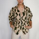 chemisier beige et noir imprimé géométrique tendance femme eshop la selection parisienne 1