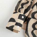 chemisier beige et noir imprimé géométrique tendance femme eshop la selection parisienne 4