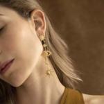 Boucles d'oreilles pendantes dorées oeil étoiles boho Montorgueil la selection parisienne