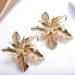 boucles doreilles fantaisies fleurs dorées bijoux femme en ligne pas chers la selection parisienne