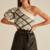 pull asymétrique sans manche original chic blanc à carreaux noirs mode femme automne hiver 2020 en ligne