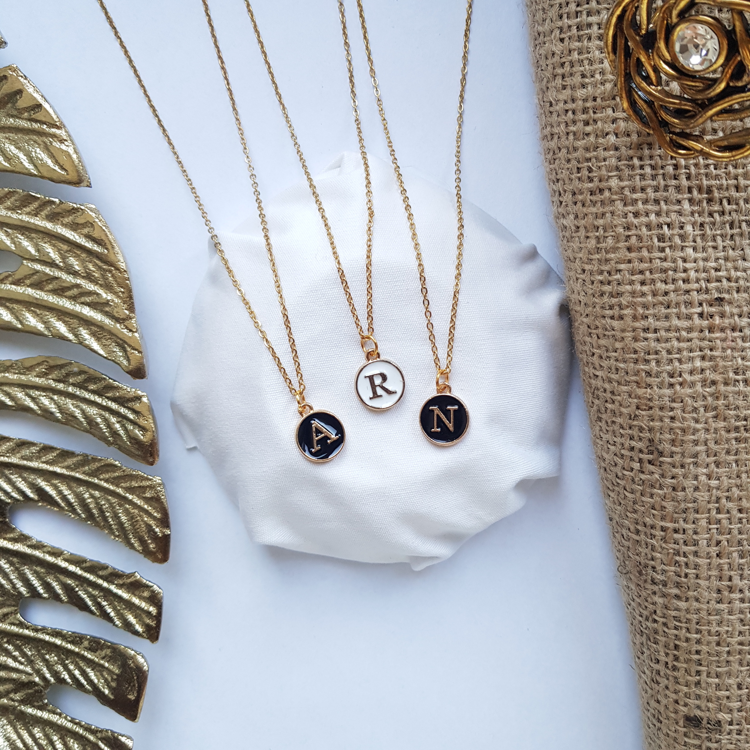 Collier initial gold