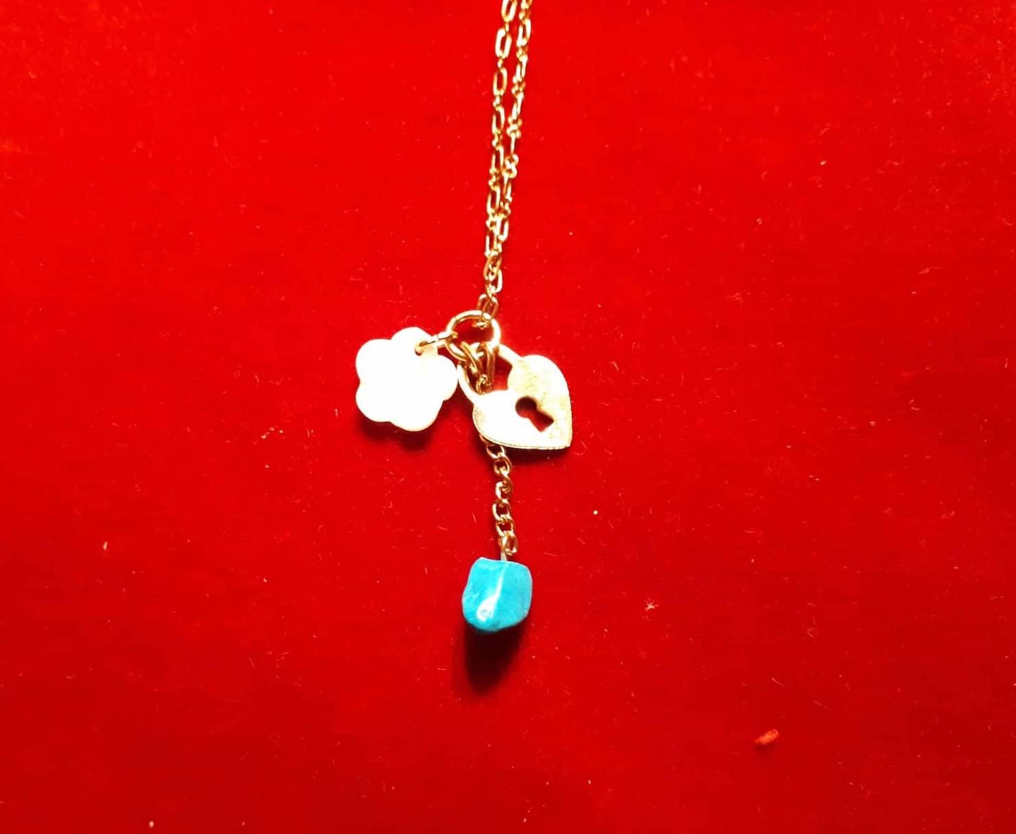 Pendentifs pierre d\'Eilat petit coeur et rose en nacre avec chaine plaqué or