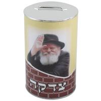 Boite de tsedaka avec la photo du rabbi